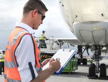Услуги за прифаќање и испраќање на авиони, патници, багаж, стока и пошта